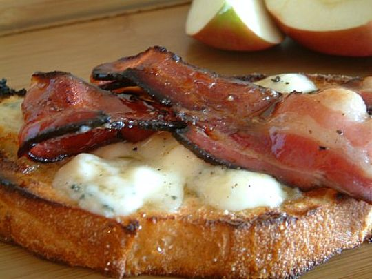 Blue cheese and bacon tartine | Kitchen Report