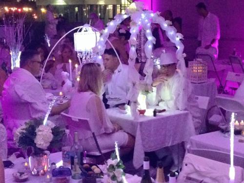 Diner en Blanc6